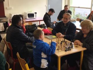 Animateurs de L'école d'échecs : Danielle, Jean Paul et son petit Fils Quentin et le papa de Visshnu.